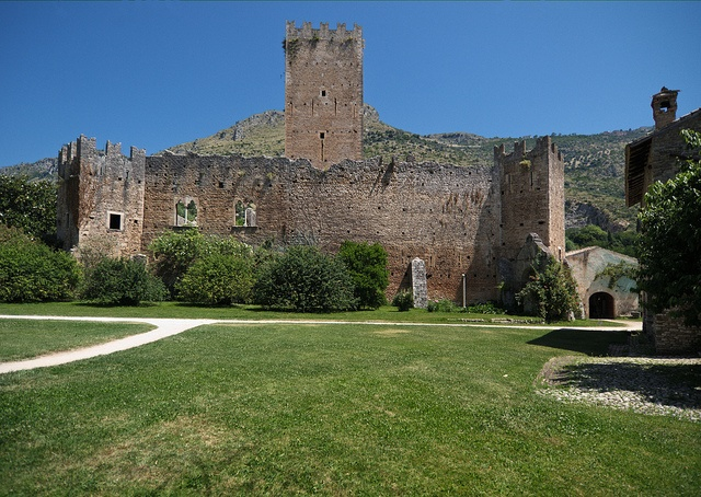 43 best ideas about castles and towers castelli e torri nel lazio on pinterest gardens - Piscina cisterna di latina ...