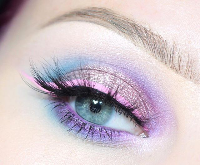 WEBSTA @ beccaboo318 - Closeup of my eye ✨ I used @morphebrushes 35C palette @anastasiabeverlyhills Love Letter from the Modern Renaissance palette, Macaroon single shadow and Blue Ice from the Moonchild Glow Kit  @johnnyconcert Aura Aurora *NEW* Eyelighter on the inner corner  @sephoracollection Purple Stilettos eye pencil in waterline  @nyxcosmetics Vivid Petal liquid liner  @sweetheartlashes Kylie lashes  (and let's not talk about the brow  don't know what happened there) #b...