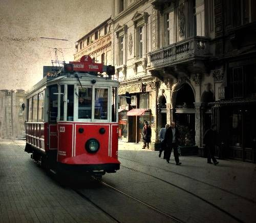 İstanbul is a must-see city in Turkey, and it is full of places to visit and things to do both day and night.  İstanbul is a hot place and we are not only talking about weather. İstanbul is a city that never sleeps and it's always full of energy.