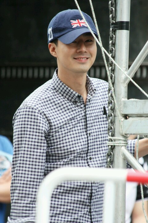 Jo in sung. Super handsome. Perfect on every angle. Bodygenic -everything he wear in just perfect-