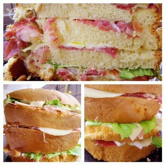 Oggi un solo panino...panettone salato pieno di ben di dio emoji #foodiamo #food #foodporn #yum #instafood #yummy #amazing #instagood #photooftheday #sweet #lunch #fresh #tasty #foodie #delish #delicious #eating #foodpic #foodpics #eat #hungry #foodgasm #hot #foods #f4f #panettonesalato #formaggio #prosciutto #pancetta #panino