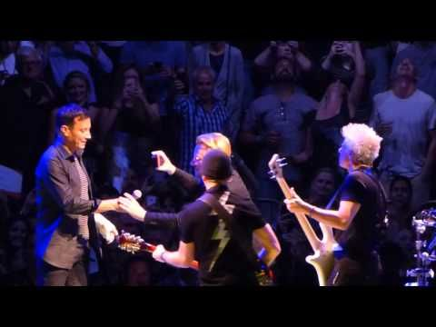 "▶ U2 - ""Desire"" (with Jimmy Fallon) live @ Madison Square Garden 7-22-2015 - YouTube"