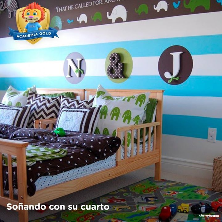 Como ves en esta imagen, la alfombra del cuarto de tu pequeño puede tener caminos para recorrer. La ropa de cama y la pared hacen juego con distintas figuras y siluetas de elefantes.