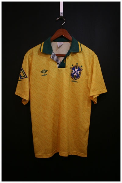 1991 to 1993 BRAZIL HOME SHIRT, SIZE MEDIUM [BRAZ9193HM1001] - £39.99 : • Classic Football Shirts • Vintage Football Shirts • Retro Football Shirts • Old Football Shirts, | www.footballshirtboutique.com |
