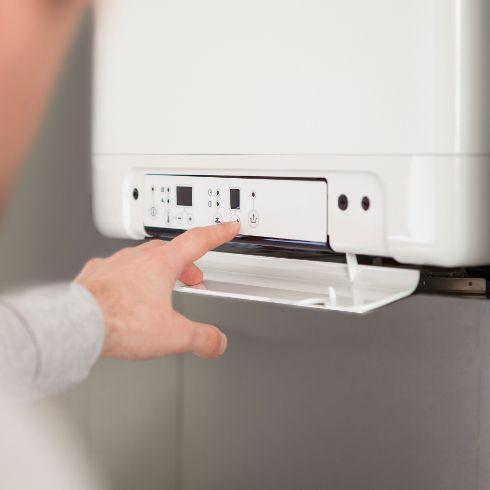 Eine Hybridheizung ist ideal für die Modernisierung der Heizung. Die Kombination aus Wärmepumpe und Gas-Brennwert-Technik arbeitet effizient und kostensparend.