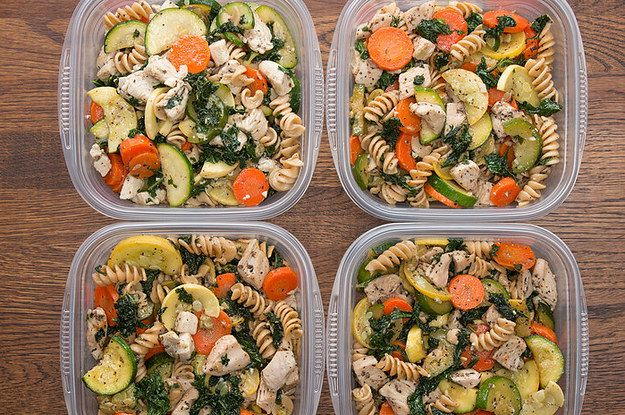 Here's a video showing you how to make it: | Make This Garlic Chicken And Veggie Pasta For An Easy Meal-Prep Dish