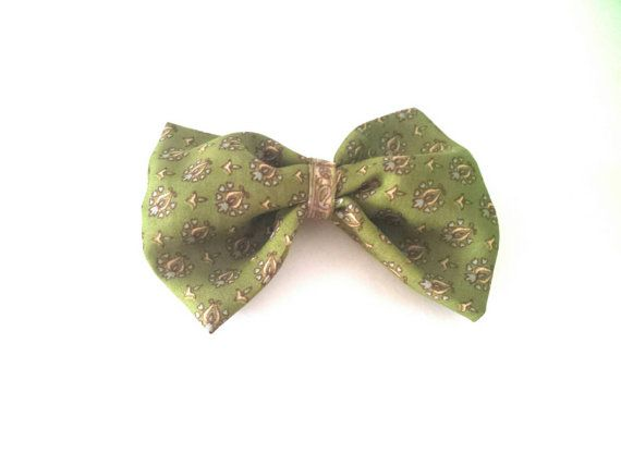 Check out this item in my Etsy shop https://www.etsy.com/ca/listing/262539128/green-bow-silk-bow-hair-accessories-art