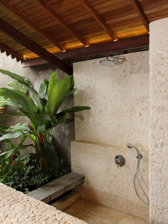 If only I didn't live in a rainy cold area… this would be a sweet outdoor shower!