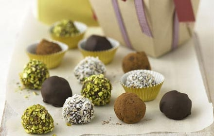 Make Christmas more personal by making your own gorgeous gourmet gifts including chutneys, biscuits and super special chocolates. Don't forget the pretty packaging!