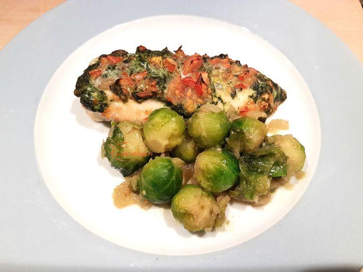 Heerlijk koolhydraatarm recept voor gevulde kip met spinazie en gesmoorde spruitjes. Ook lekker met broccoli.