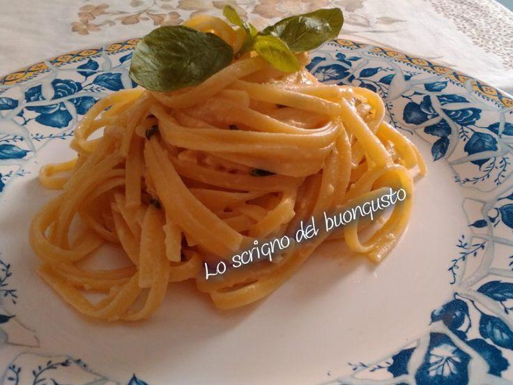 LINGUINE AL PESTO SICILIANO    CLICCA QUI PER LA RICETTA http://www.loscrignodelbuongusto.com/ricette/primi-piatti/622-linguine-al-pesto-siciliano.html