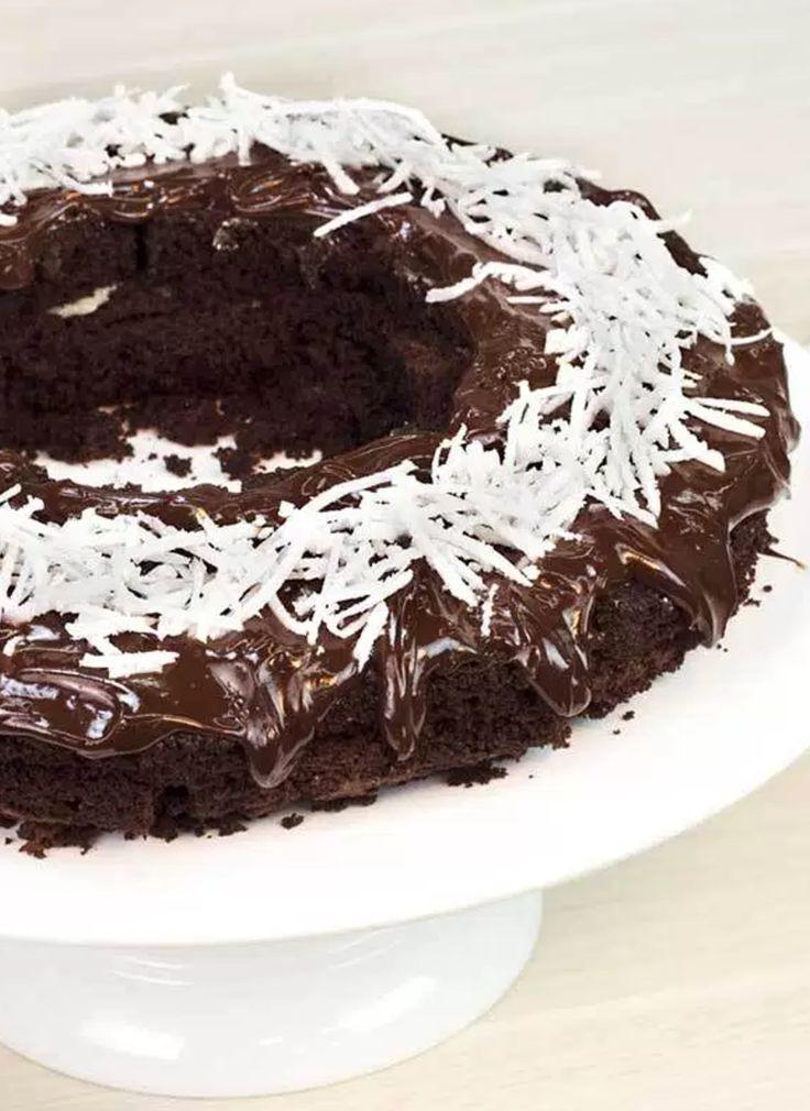 Aprenda a fazer um delicioso bolo de prestígio no microondas, simples, rápido e fácil de fazer para receber amigos e família em casa