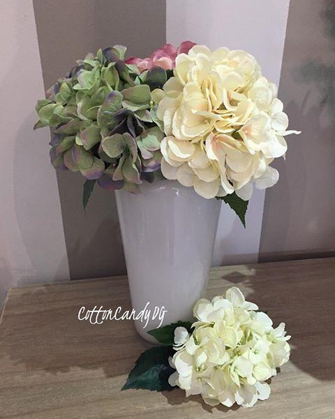 Branco Barrel White Vase : 20*8.5 @ R255 13inc Silk Hydrangeas @ R95