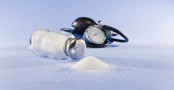 Sale: i 6 alimenti insospettabili da evitare con la pressione alta