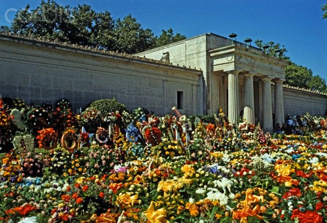 Elvis Presley Funeral Flowers, Memphis, Tennessee, USA, August 18th ...