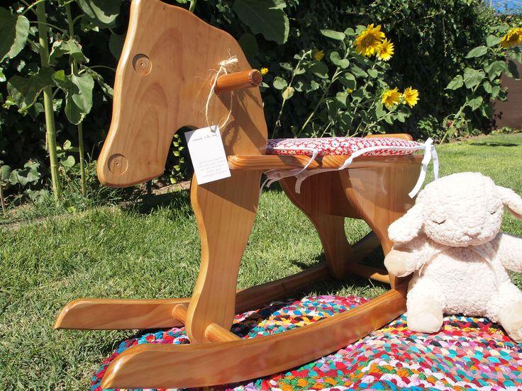 ¡FABULOSO CABALLITO DE MADERA! Completamente artesanal y realizado con pintura ecológicas donde puedes elegir entre 36 colores y por supuesto le ponemos el nombre de tu baby para personalizarlo más #madera #cabalito #mimitoshome #love #baby #bebé