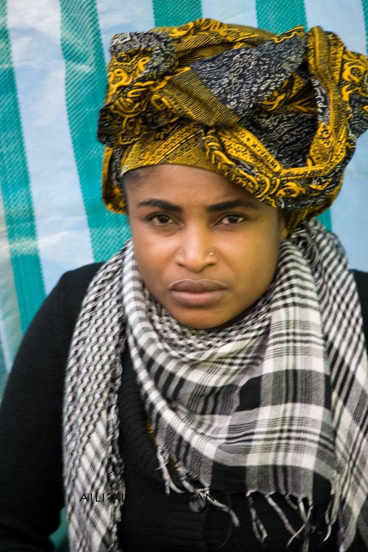 World Village Festival in Helsinki Keittokojun kenialainen nainen.. Maailma kylässä tapahtumassa