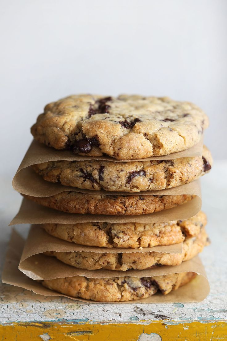עוגיות שוקולד צ׳יפס ענקיות! ~ מתכוניישןמתכוניישן