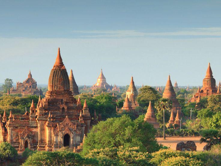 Découvrez Bagan, ancienne cité aujourd'hui disparue au cœur de la Birmanie. Plus de 2'000 édifices construits sur un territoire d'environ 50 km2. Une histoire riche en émotion à vivre avec FERT ASIE.