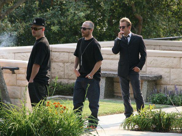 Scott Caan Photos Photos - Celebrity deejay Adam Goldstein (aka DJ AM) is laid to rest at Hillside Memorial Park. - DJ AM's burial