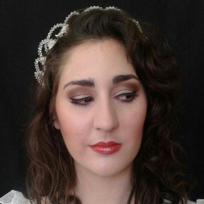 Una novia, dos maquillajes. Parte II Maquillaje de novia dramático en tonos neutros . Sombras doradas, marrones y bronces.  One bride, two make up styles. Part II Bridal make up on neutral colours, dramatic way. Gold, brown  and bronze eyeshadows. #makeup #maquiladora #Maquillaje #MUA #eyeshadow #bridal #novia #original #SaraEscabias #caracterización #lipstick #Málaga #Spain #España