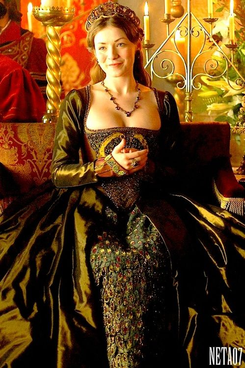 So many french hoods used as head bands. Tudor headdresses WERE NOT HEADBANDS. //Mary Tudor's Green Gown (The Tudors, 2007)