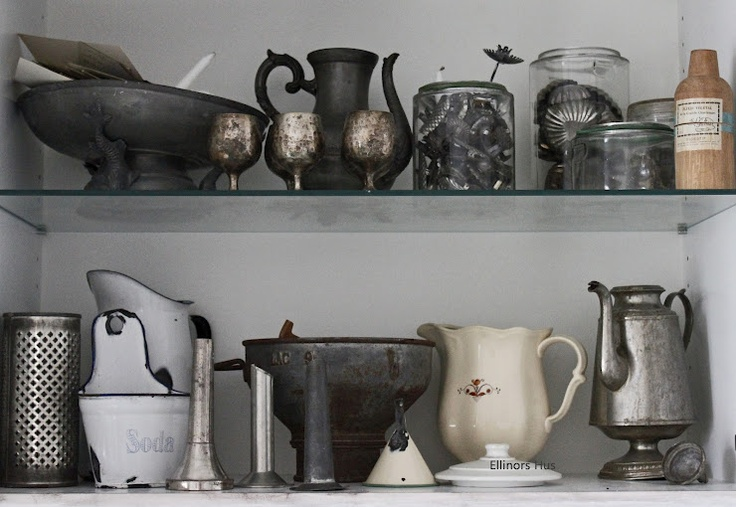 tarnished silver: Blogg Ellinors, Metal, Color, White Enamelware, Ellinors Hus, White House, Shabby White Cream Silver