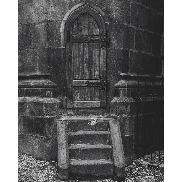 Gothic church. #brasov #bisericaneagra #piatasfatului #gothic #arhitecture #vsco #vscocam #vscodaily #vscogrid #vscomatico #MadeInBrasov