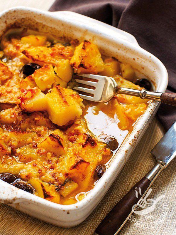 Hake with saffron - La Terrina di nasello allo zafferano: arricchita con olive nere è un piatto diverso dal solito cremoso, gustoso che porta un soffio di brio in tavola. #naselloallozafferano