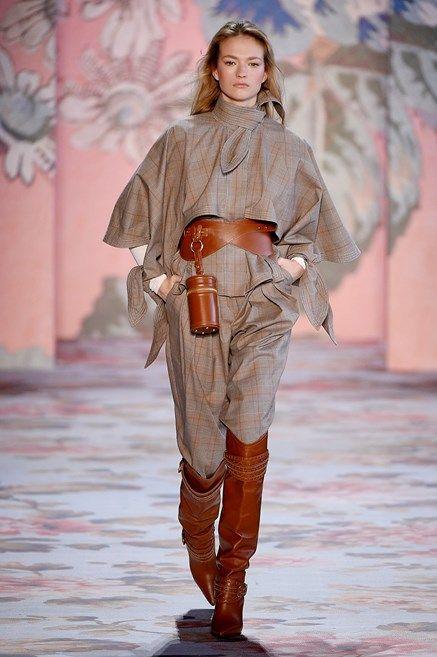 103d6aeb20ecfa I pantaloni di moda per l Autunno Inverno 2018 2019 sono arrivati e questi  modelli visti alle sfilate sono già i nostri preferiti