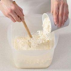 Der Hermann-Teig ist Kult. Wir erklären, wie er aus Mehl, Zucker, Hefe und Wasser angesetzt und anschließend gefüttert und verarbeitet wird. So gehts.