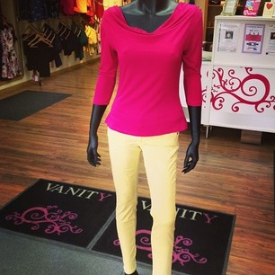 Fuchsia top and lemon jeans - perfect for summer! #Colourclash