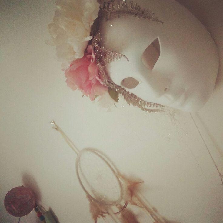 In Mara's room....floral mask #marasofia #walldecor