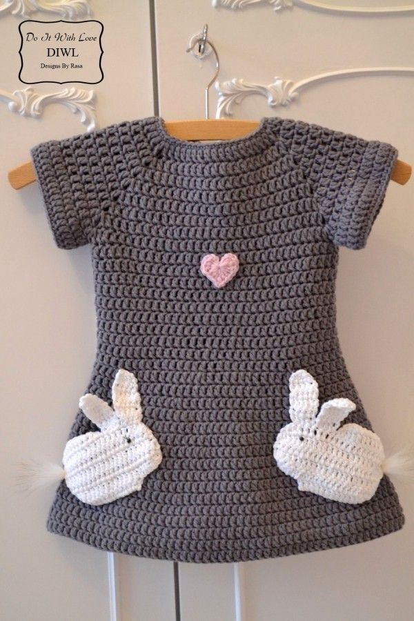 Häkle Deinem Goldstück jetzt ein tolles Kleid mit Häschen-Motiv und die Freude wird groß sein. Leg einfach gleich los + hol Dir Anleitung + Wolle.