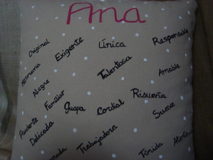 "Cojín lunares blancos "" Descripción Ana"".    15,00 €"