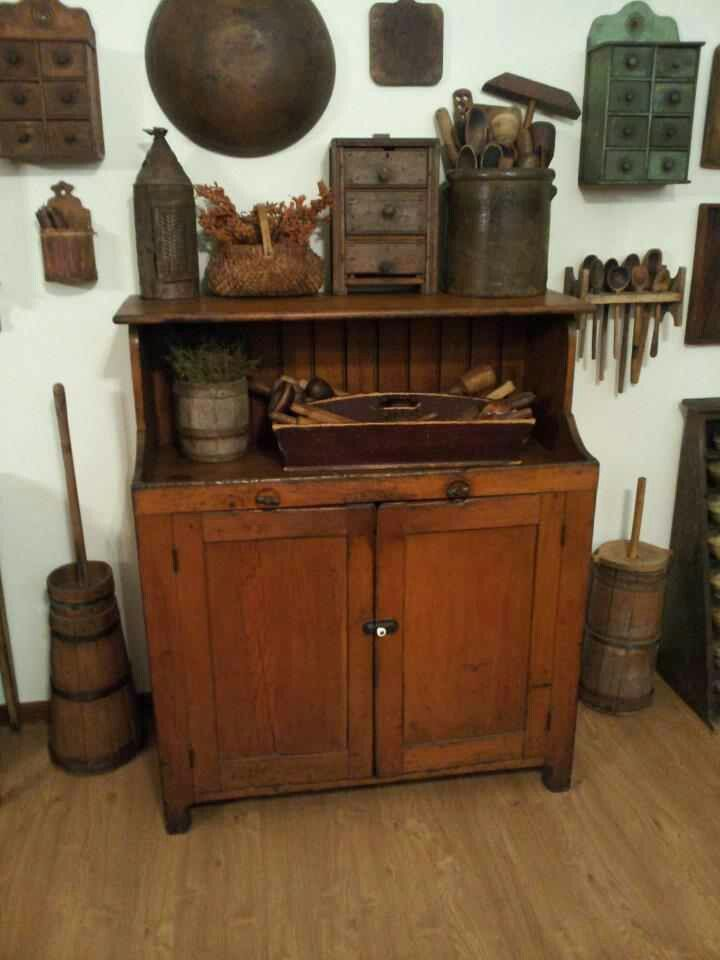 Love the apothecary drawers on the wall.