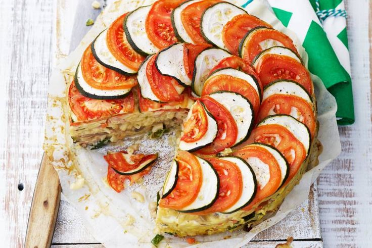 10 augustus - Tutti a tavola! Macaroni + olijfolie + eieren + gegrilde yorkhamreepjes zijn nu in de bonus. Voor extra bonuspunten vervang je de pittige geraspte kaas door AH gemalen kaas voor pasta. Pronto! - Recept - Allerhande