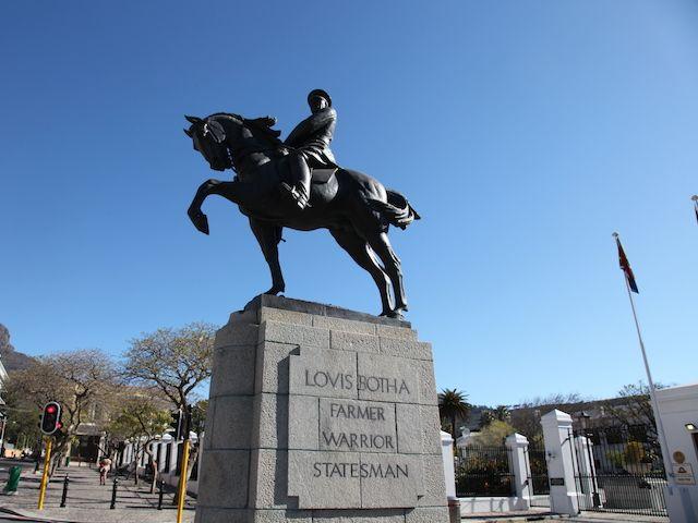 Louis_Botha_Statue_Cape_Town.jpg (640×480)