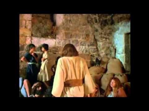 Parábola del sembrador (Mt. 13.1-15,18-23; Mr. 4.1-20) 4 Juntándose una gran multitud, y los que de cada ciudad venían a él, les dijo por parábola: 5 El semb...