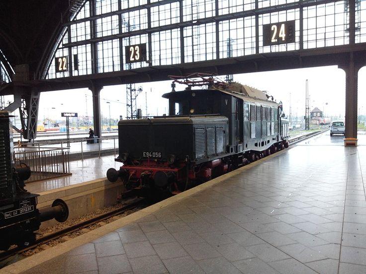 #Elektrolok der #Baureihe E94, das #deutsche #Krokodil. #Hauptbahnhof @StadtLeipzig, Gleis 24.  Mein persönlicher #Liebling unter den #E-Loks, habe diese als #Kind sehr oft in der #Lausitz gesehen.