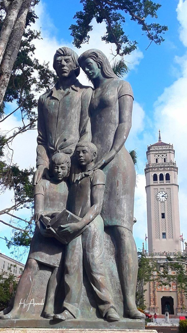 Monumento al Maestro Puertorriqueño.   Universidad de Puerto Rico , Río Piedras Campus.