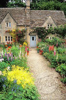 Bibury, Cotswolds. English cottage garden in summer Gloucestershire Glos England UK
