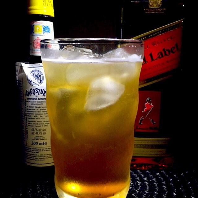 ハイランド・クーラー スコッチウィスキーをベースにしたクーラーカクテルです。  スコッチウィスキーの故郷、スコットランドのハイランド地方の名がついたカクテルで柑橘系ジュースを加えて炭酸飲料で割るカクテルタイプのことをクーラーと言います。  スコッチウィスキー45cc アンゴスチュラビターズ2dashes レモンジュース15cc ガムシロップ1tsp ジンジャーエール適量 アルコール13度  ジンジャーエール以外の材料をシェイクして氷を入れたグラスに注ぎ冷えたジンジャーエールで満たし軽くステアする - 53件のもぐもぐ - あつし's BAR No.121ハイランド・クーラー by kedent17
