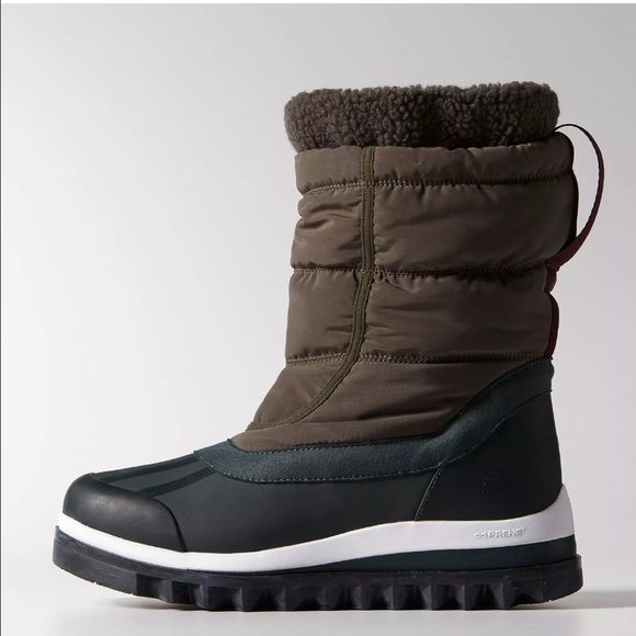 STELLA MC CARTNEY x ADIDAS WINTER RAIN BOOTS 7 Authentic Stella Mc Cartney x Adidas collaboration  Weather boots. Size 7.  Run true to size. 100% Authentic.  Winter snow boots with a sculpted lug sole and a ripstop nylon upper with zip fastening.   Rubber toe bumper and elastic cuff for a snug fit. Climaproof® technology, which provides lightweight, breathable protection from wind and water. ADIPRENE® under the heel for superior cushioning at impact. A TRAXION™ outsole for maximum grip in…