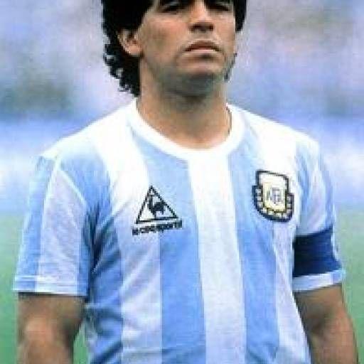 Las mejores frases de Diego Armando Maradona, considerado el mejor jugador de fútbol de la historia.    Dichos y frases picantes de El Pibe de Oro, famoso por ser hábil con la pelota dentro de la cancha y veloz y punzante con sus declaraciones frente a los micrófonos.    ¡Qué lo disfrutes! #argentina #argentino #armando #boca #d1os #diego #diego armando maradona #frases #futbol #futbolista #mano de dios #maradona