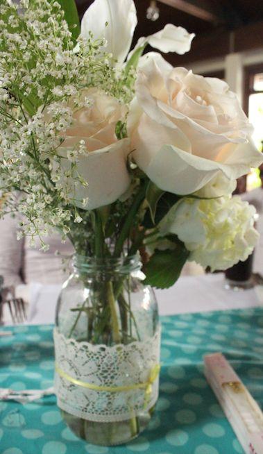 Mesa #flowers #decoration colores pasteles y una delicada combinación de lo rustico con lo tradicional
