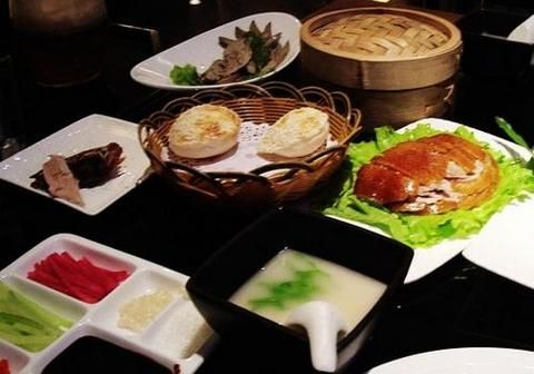 Beijing Roast duck is thought to be one of the most delicious dishes all over the world; most visitors coming to Beijing will never forget to have a try. Eating Peking duck is seen to be one of the two things you are absolutely supposed to do while in Beijing