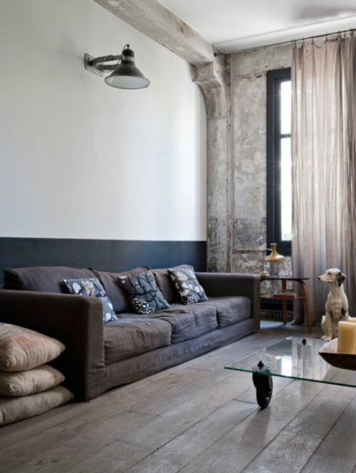 """Mottled concrete on one wall, beam extending into the adjacent two-tone wall... B has an awesome retro industrial look to it. Very deliberate, instead of """"I guess we'll just leave it like this"""".    appartement bellevillois - wall colors"""