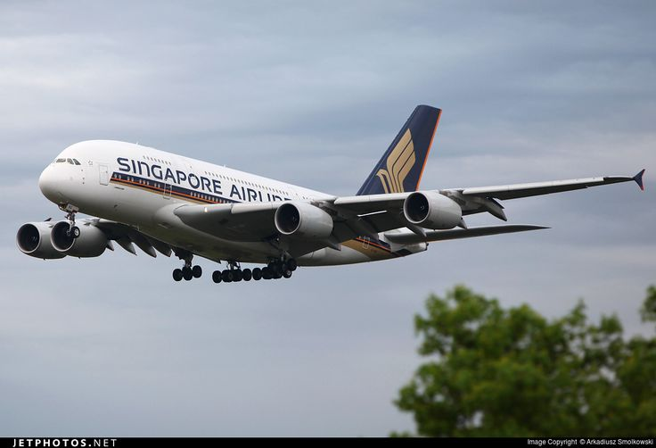 Airbus A380-841, Singapore Airlines, 9V-SKG, cn 019, 441 passengers, first flight 7.11.2008, Singapore delivered 3.6.2009. Active (27.9.2016). Foto: Frankfurt, Germany, 30.4.2012.