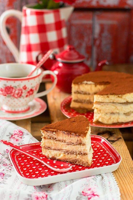 ¡Totalmente puedes hacerla sin horno! Mi tarta de Tiramisú es la mejor que jamás habrás probado! ¿te animas a sorprender a los tuyos? #tiramisu #blogmegasilvita #receta #tartasinhorno http://goo.gl/lnEkYa
